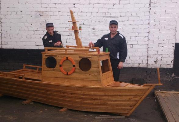 Кораблик из досок