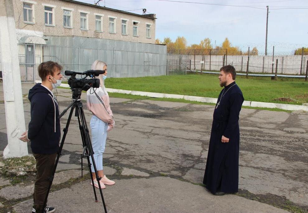 Журналисты Котласского телевидения узнали о духовной поддержке осужденных